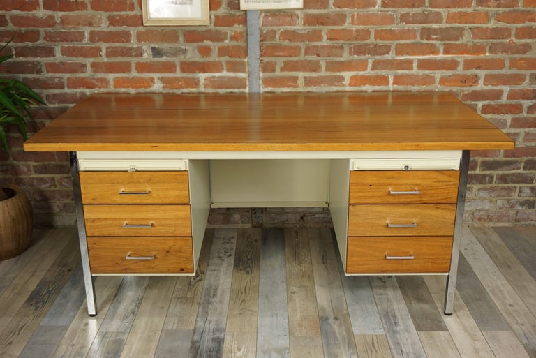 Known for the robustness, quality and industrial style of their furniture, I propose here this rare executive desk by the famous Strafor house. Old for more than 160 years, the house of Strasbourg, which no longer exists today and remains a myth, is