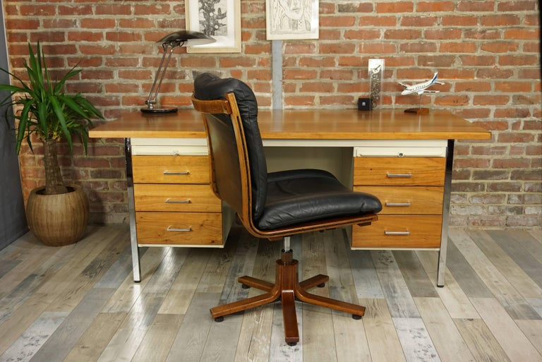French Design Wooden and Metal Rare Executive Desk from the 1950s by Strafor For Sale 15