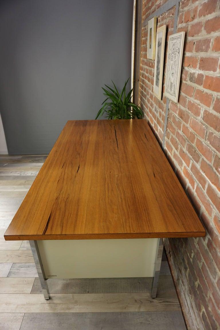 French Design Wooden and Metal Rare Executive Desk from the 1950s by Strafor For Sale 2