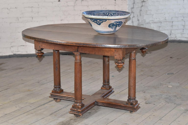 French Early 17th Century Henry IV Oval Walnut Center or Dining Table In Good Condition For Sale In Troy, NY