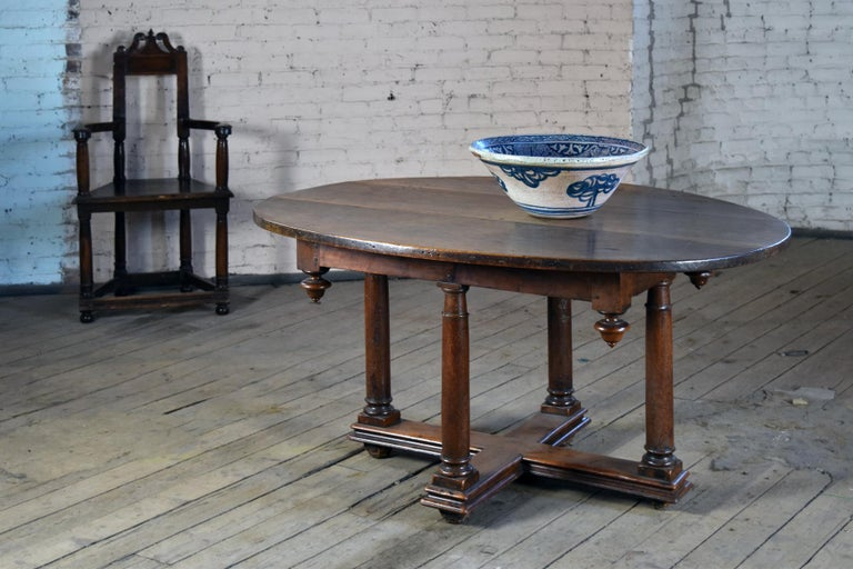 French Early 17th Century Henry IV Oval Walnut Center or Dining Table For Sale 1