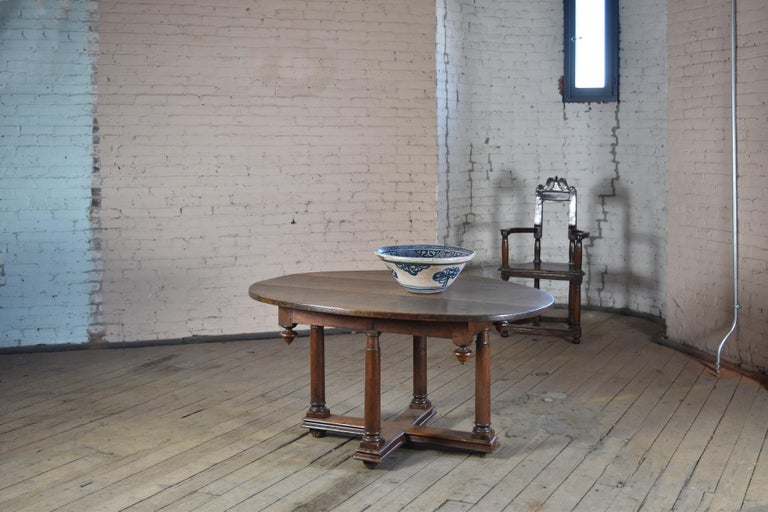 French Early 17th Century Henry IV Oval Walnut Center or Dining Table For Sale 2
