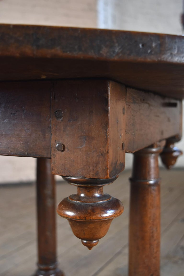 French Early 17th Century Henry IV Oval Walnut Center or Dining Table For Sale 3
