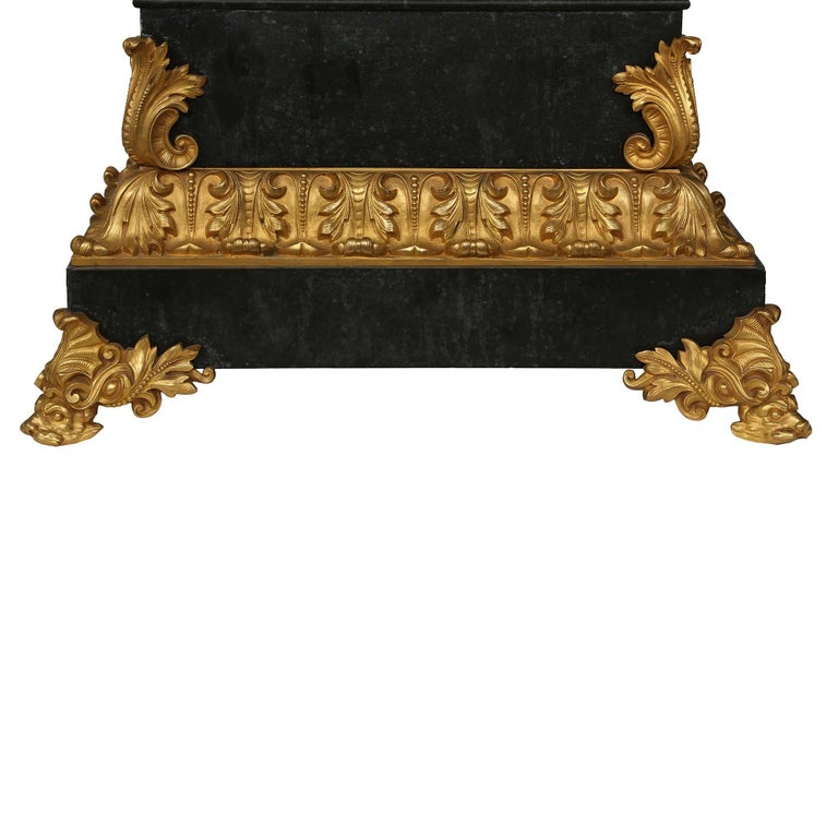 French Early 19th Century Neo-Classical St. Ormolu Mounted on Black Marble Clock For Sale 4