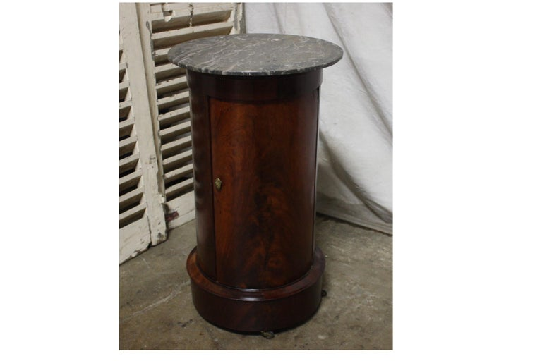 French Early 19th Century Side Table For Sale 1