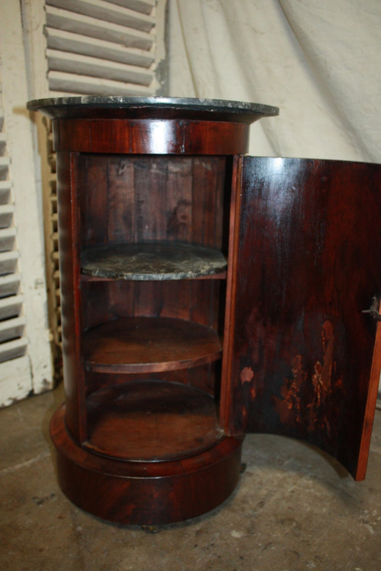 French Early 19th Century Side Table For Sale 3