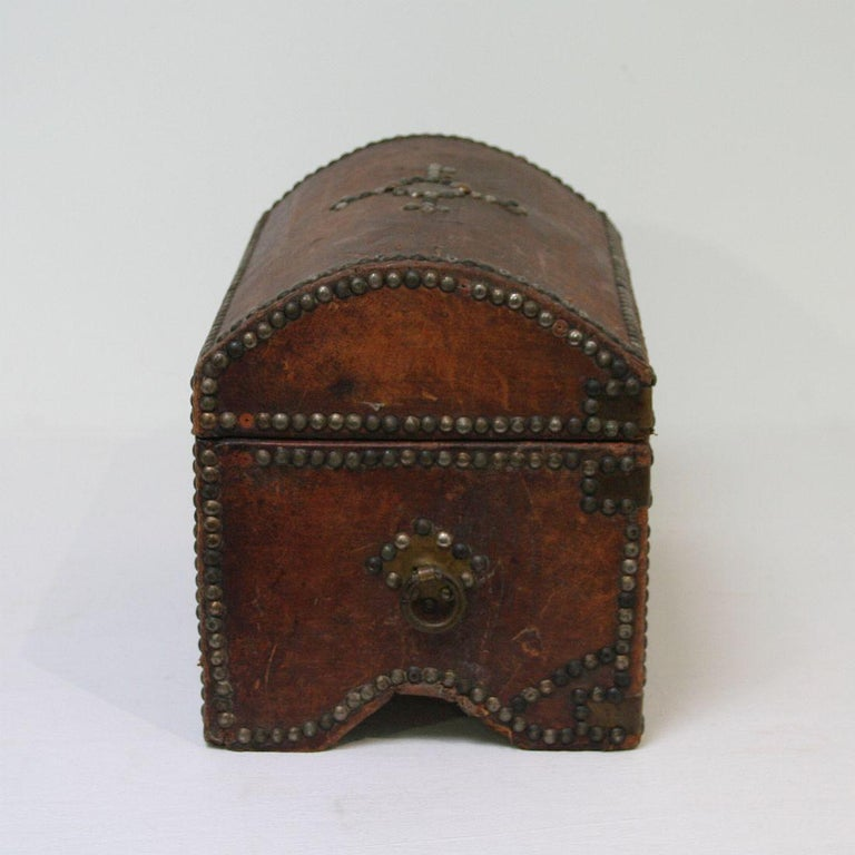 French Early 20th Century Folk Art Vintage Leather Box For Sale 1