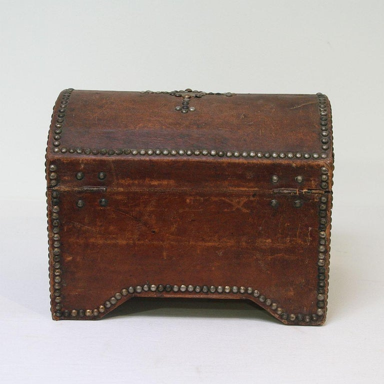 French Early 20th Century Folk Art Vintage Leather Box For Sale 2