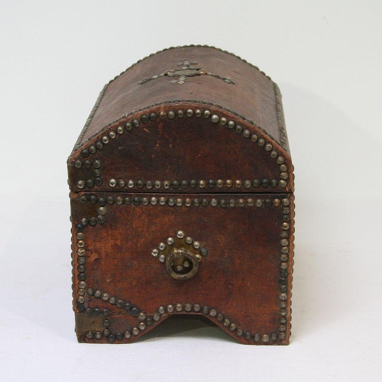 French Early 20th Century Folk Art Vintage Leather Box For Sale 3