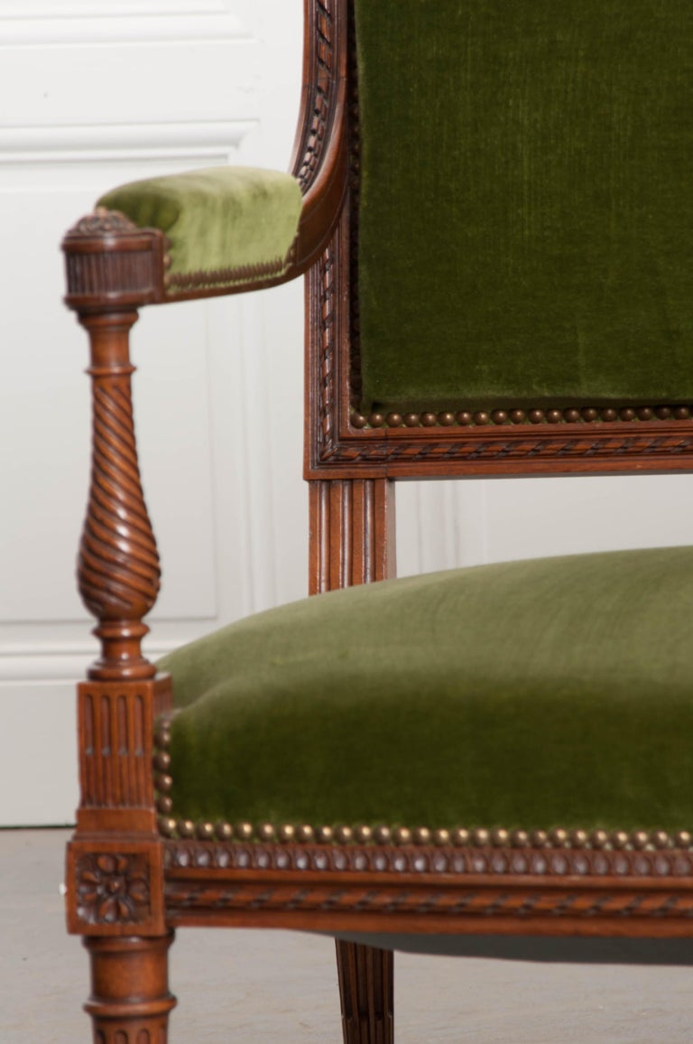 French Early 20th Century Louis XVI Style Upholstered Settee In Good Condition For Sale In Baton Rouge, LA