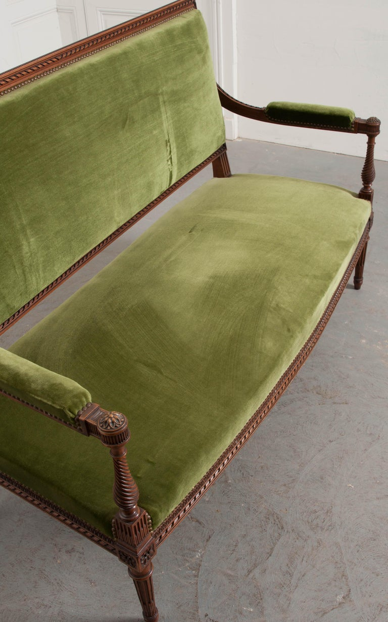 French Early 20th Century Louis XVI Style Upholstered Settee For Sale 1
