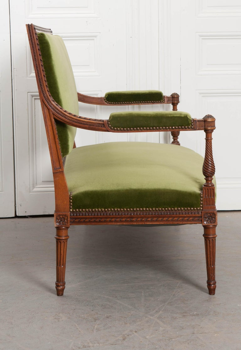 French Early 20th Century Louis XVI Style Upholstered Settee For Sale 2