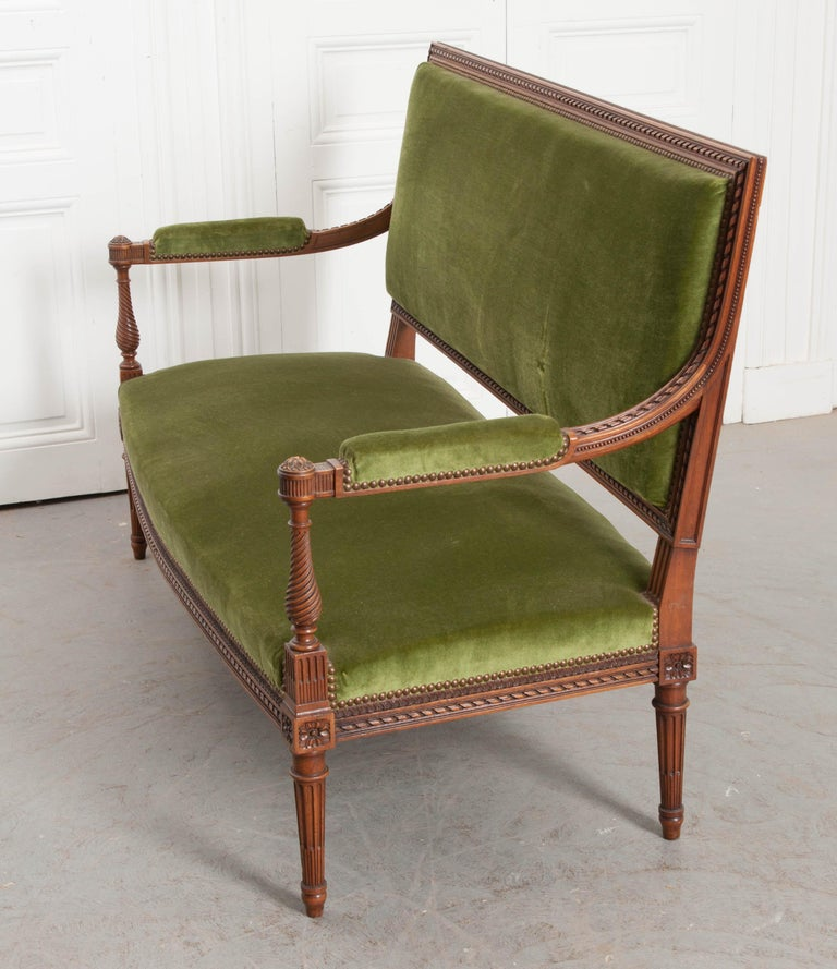 French Early 20th Century Louis XVI Style Upholstered Settee For Sale 3