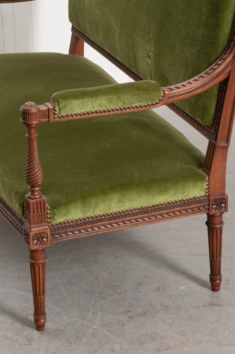 French Early 20th Century Louis XVI Style Upholstered Settee For Sale 4