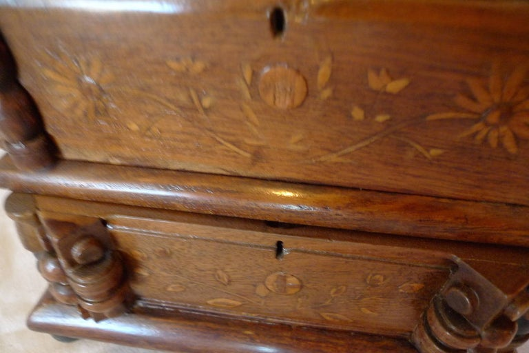 French Early 20th Century Tramp Art Hand Carved and Stained Double Jewelry Box For Sale 3