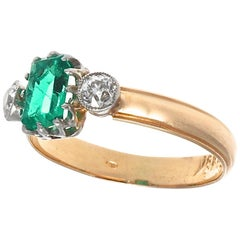 French Edwardian 3-Stone Emerald Old European Cut Diamond Gold Ring