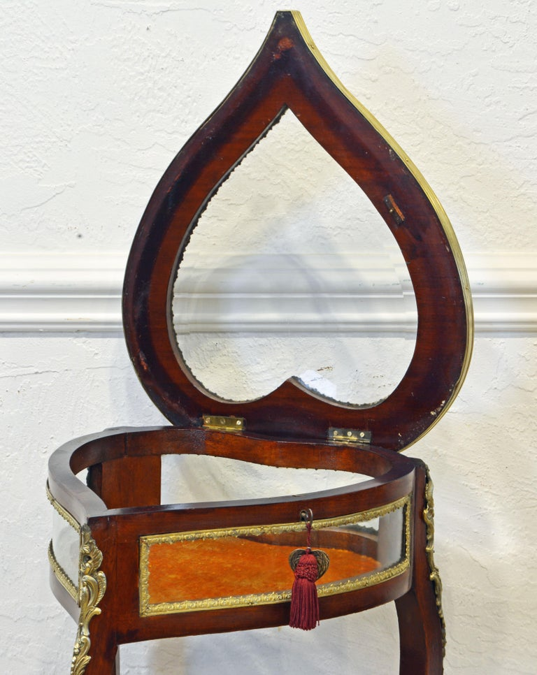 20th Century French Elegant Carved and Bronze Mounted Heart Shaped Vitrine Stand with Shelf For Sale