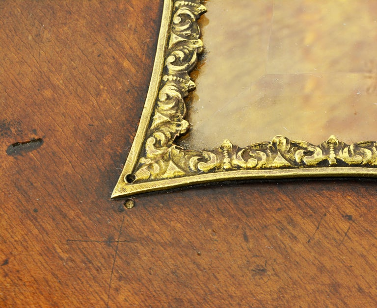 French Elegant Carved and Bronze Mounted Heart Shaped Vitrine Stand with Shelf For Sale 4