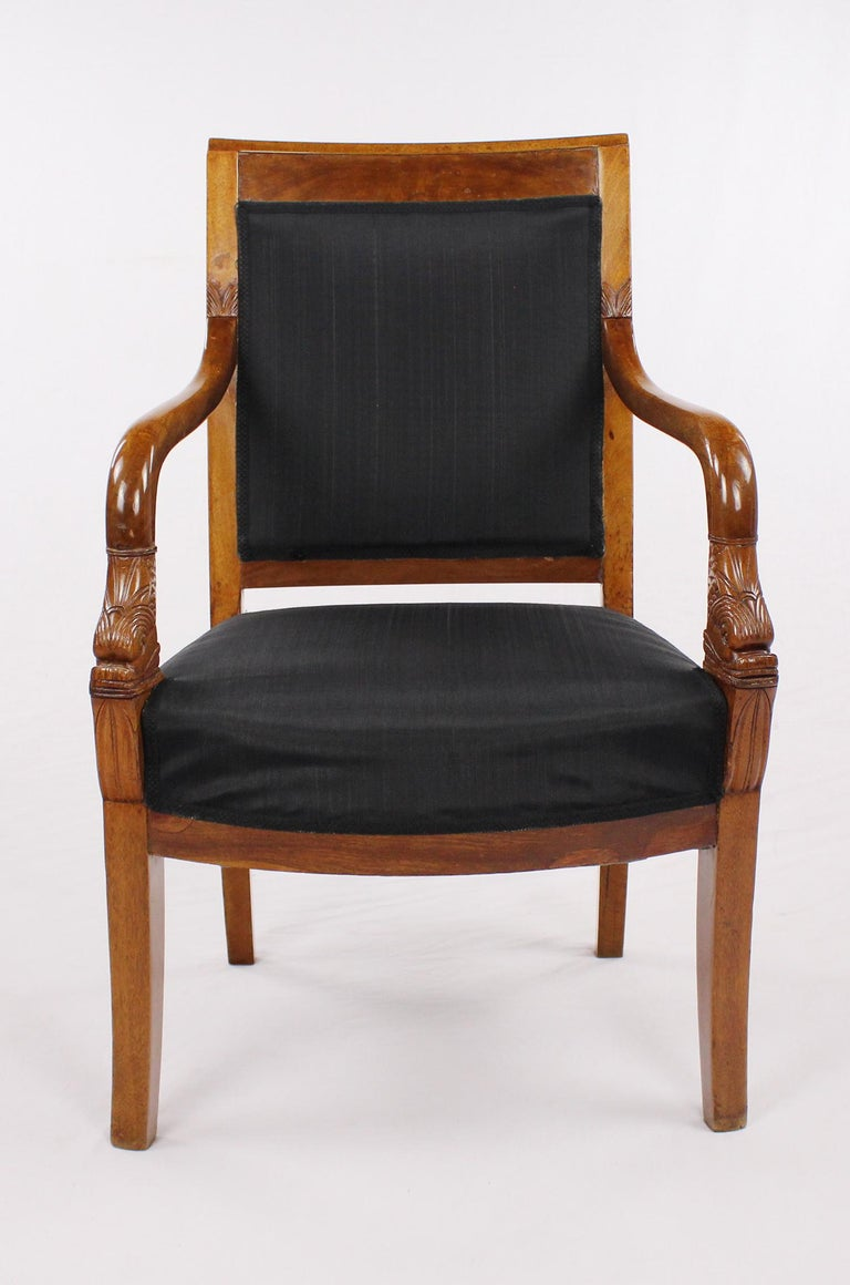 French Empire Armchair, Walnut, 1800-1810, Shellac Polish In Good Condition For Sale In Muenster, NRW