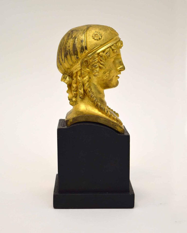 French Empire Bronze of a Woman In Good Condition For Sale In New York, NY
