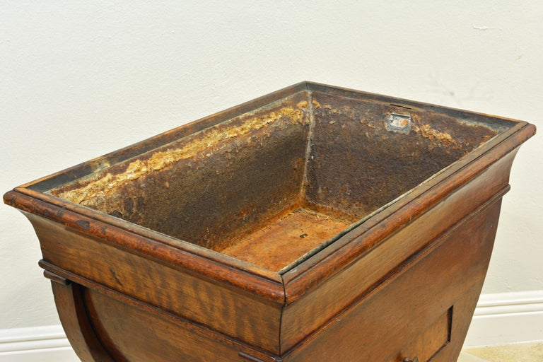 French Empire Early 19th Century Egyptian Inspired Planter with Lion's Paw Feet For Sale 3