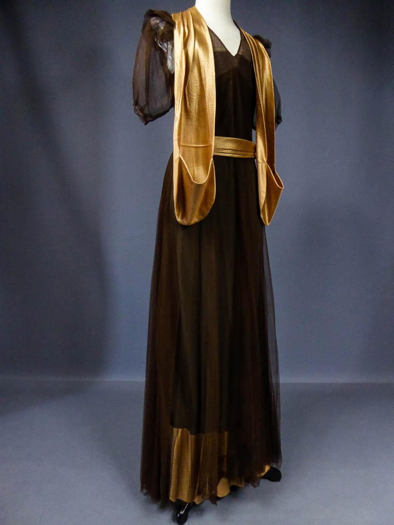 French Evening Dress in Tulle net and Goffered Satin Silk Circa 1930/1940 For Sale 4