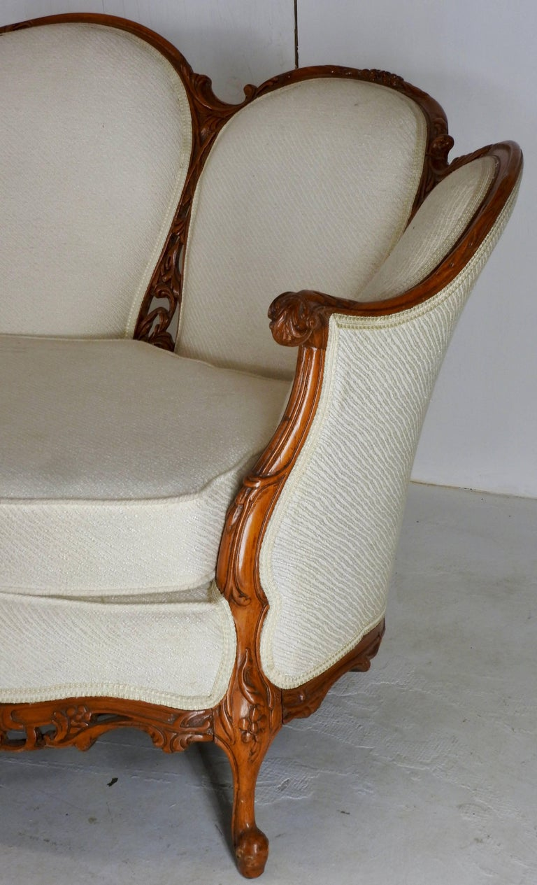 French Fabric with Wood Sofa Victorian In Good Condition For Sale In Cookeville, TN