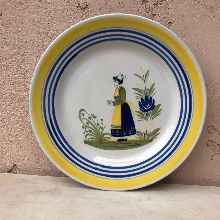 French Faience Bird Plate Henriot Quimper, circa 1930 For Sale 1