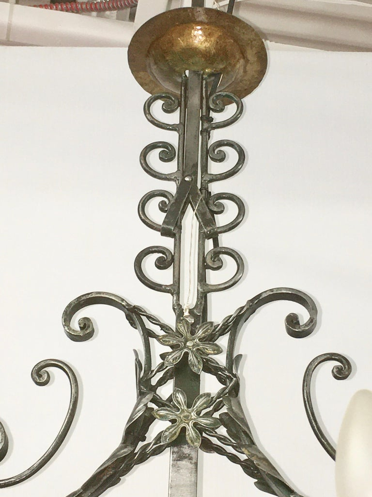 French Fer Forge 10-Light Chandelier with Copper Jardinière For Sale 1
