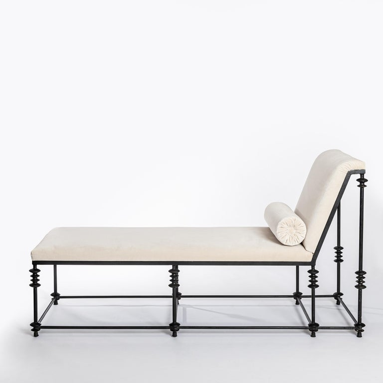 French Forged Iron Chaise Longe Offwhite Velvet from the 1940s For Sale 1