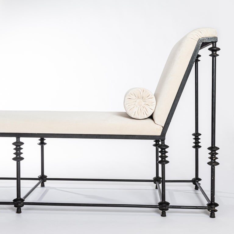 French Forged Iron Chaise Longe Offwhite Velvet from the 1940s For Sale 2