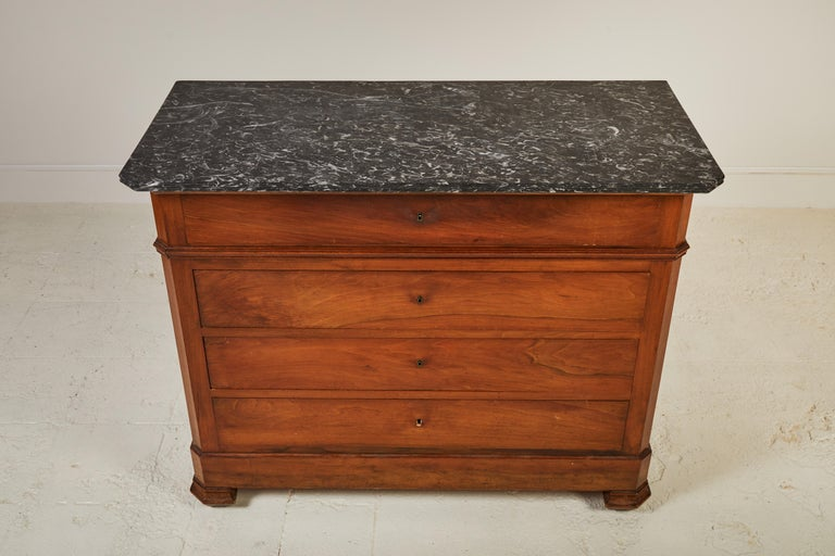 French Four-Drawer Mahogany Dresser with Stone Top In Good Condition For Sale In Los Angeles, CA