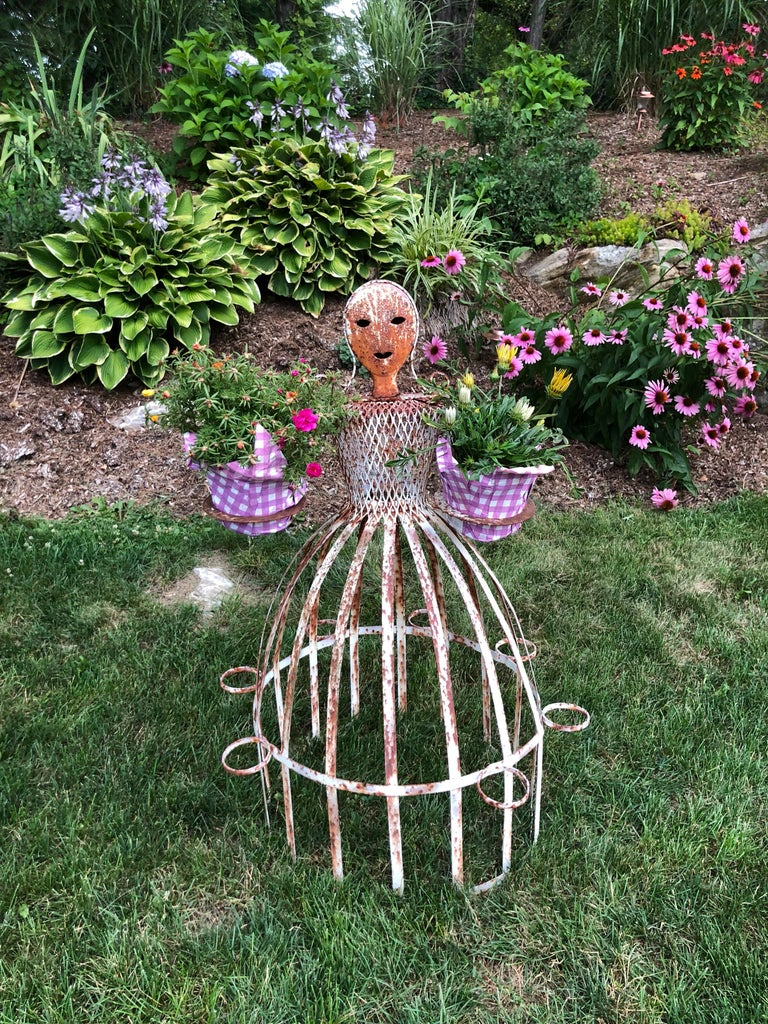French Garden Planter in the Shape of a Maiden For Sale 4