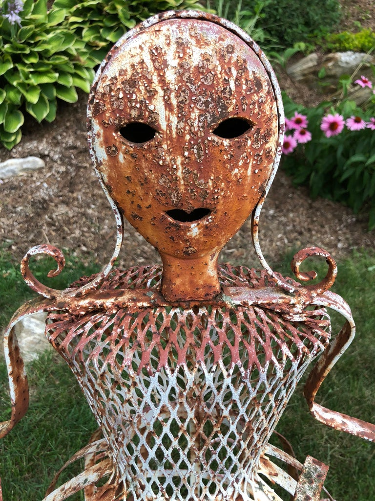 French Garden Planter in the Shape of a Maiden In Good Condition For Sale In Redding, CT