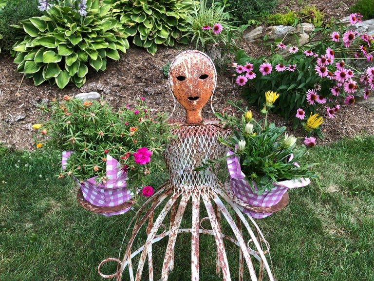 French Garden Planter in the Shape of a Maiden For Sale 2