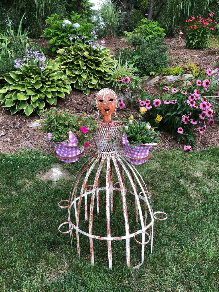 French Garden Planter in the Shape of a Maiden For Sale 3