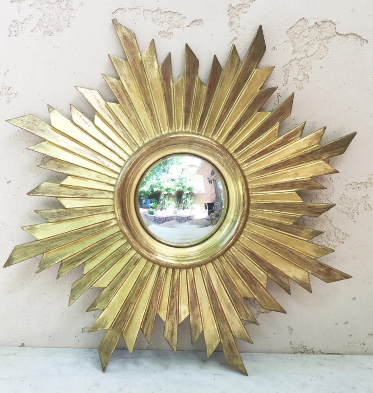 French Gilded Wood Convex Sunburst Mirror In Good Condition For Sale In The Hills, TX