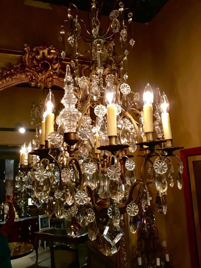 French Gilt Bronze and Crystal Chandelier of Baroque Inspiration, Nine-Light In Good Condition For Sale In Houston, TX