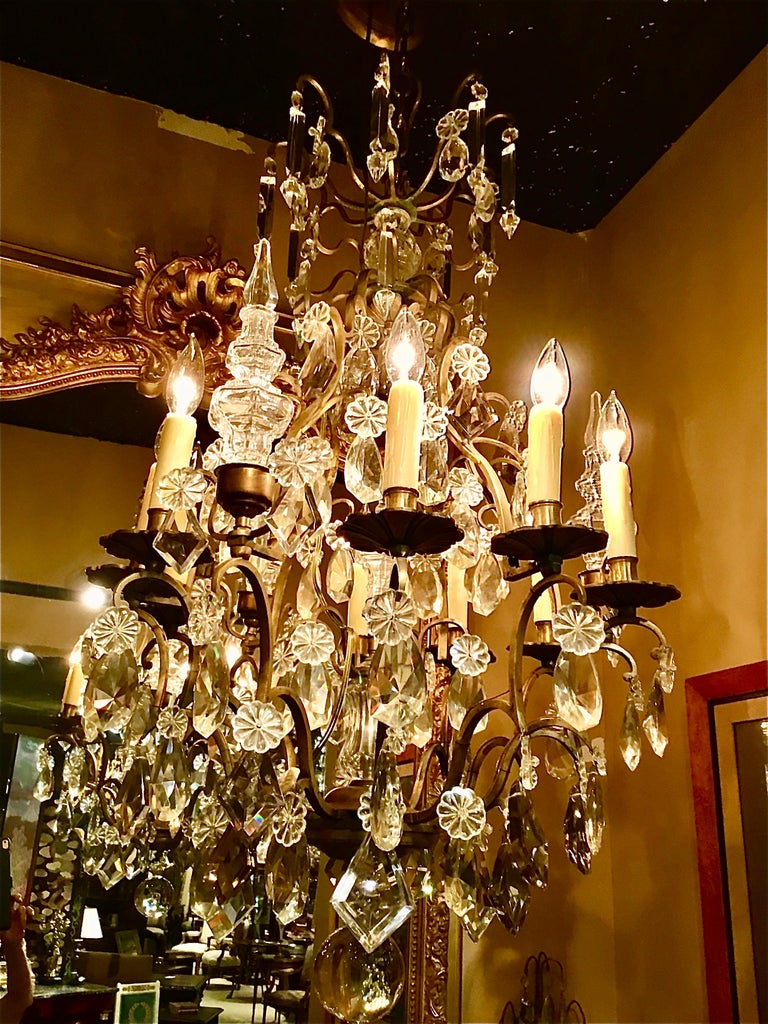 French Gilt Bronze and Crystal Chandelier of Baroque Inspiration, Nine-Light For Sale 2