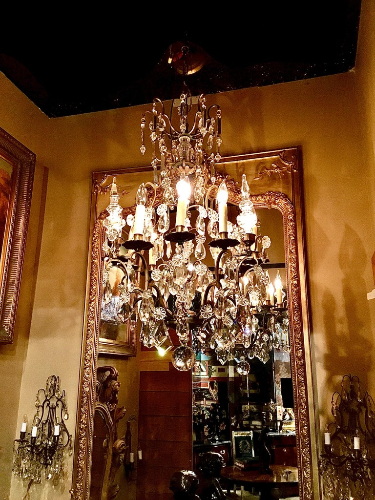 French Gilt Bronze and Crystal Chandelier of Baroque Inspiration, Nine-Light For Sale 4