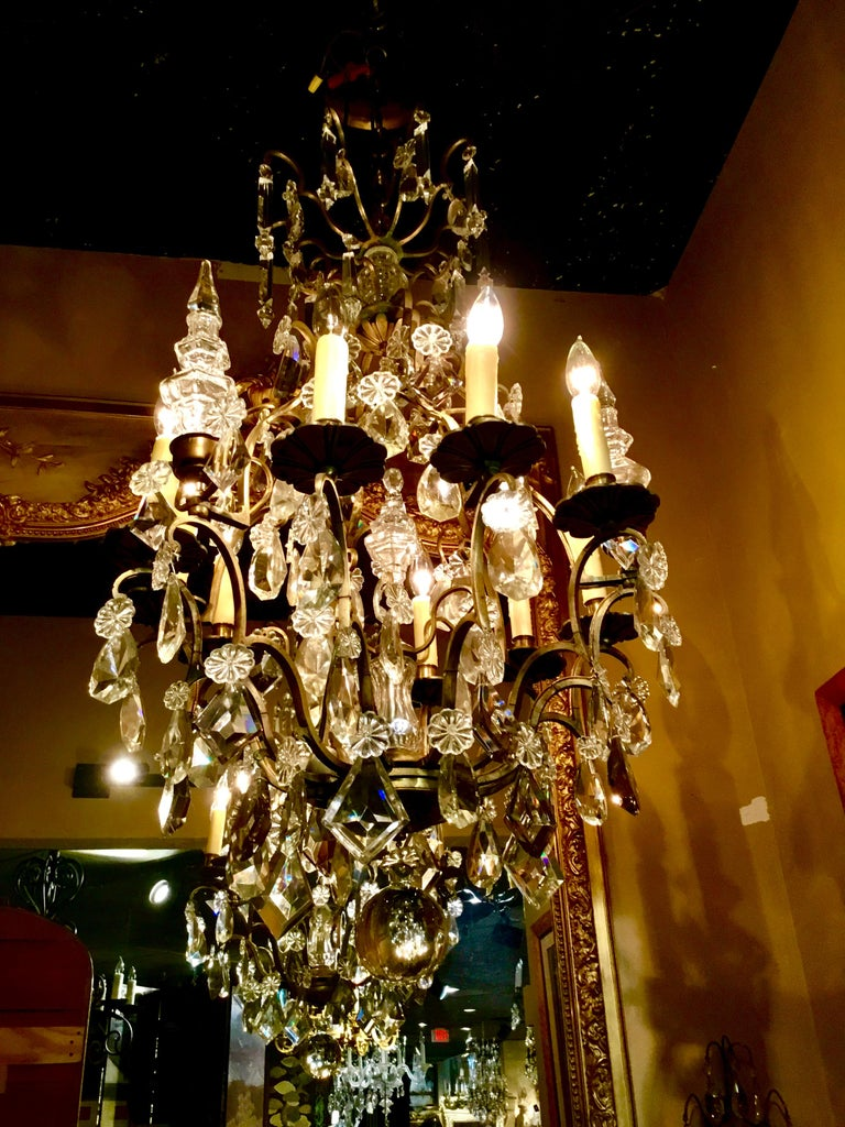 French Gilt Bronze and Crystal Chandelier of Baroque Inspiration, Nine-Light For Sale 5