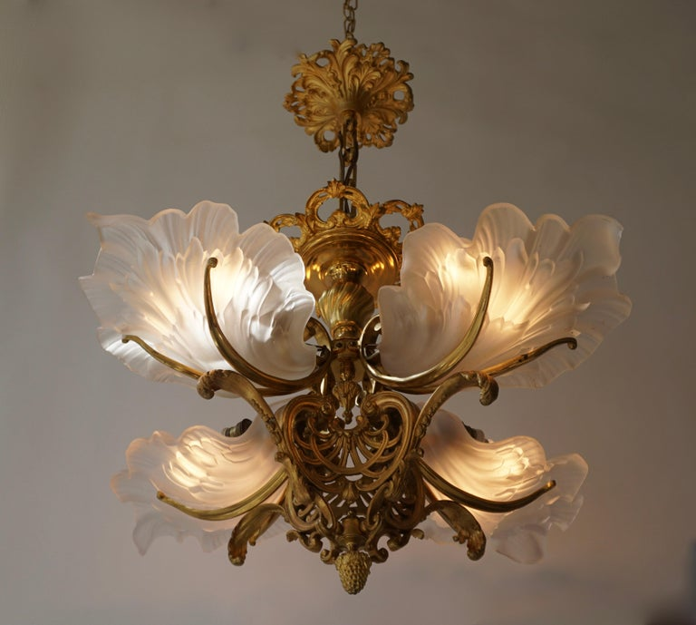 French Gilt Bronze Chandelier with Frosted Glass In Good Condition For Sale In Antwerp, BE