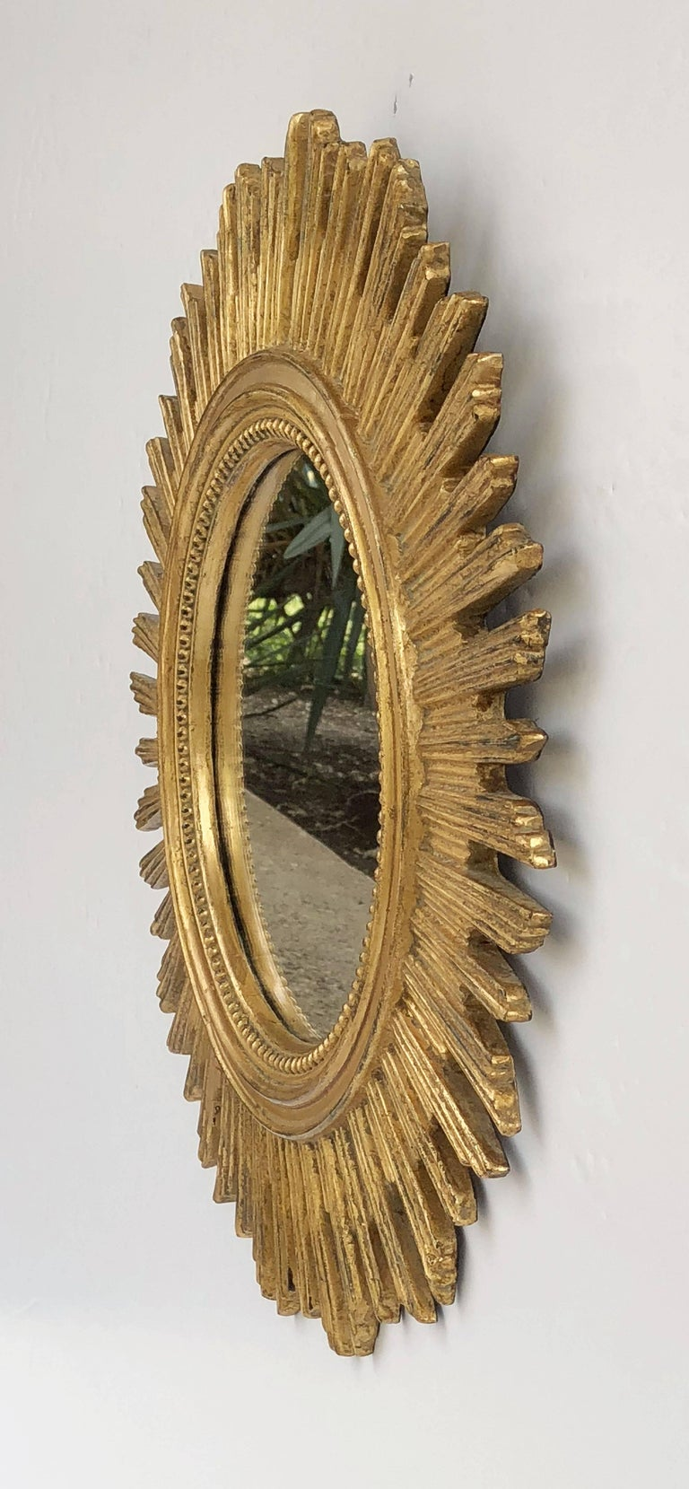 French Gilt Starburst or Sunburst Mirror (Diameter 20 1/2) In Excellent Condition For Sale In Austin, TX