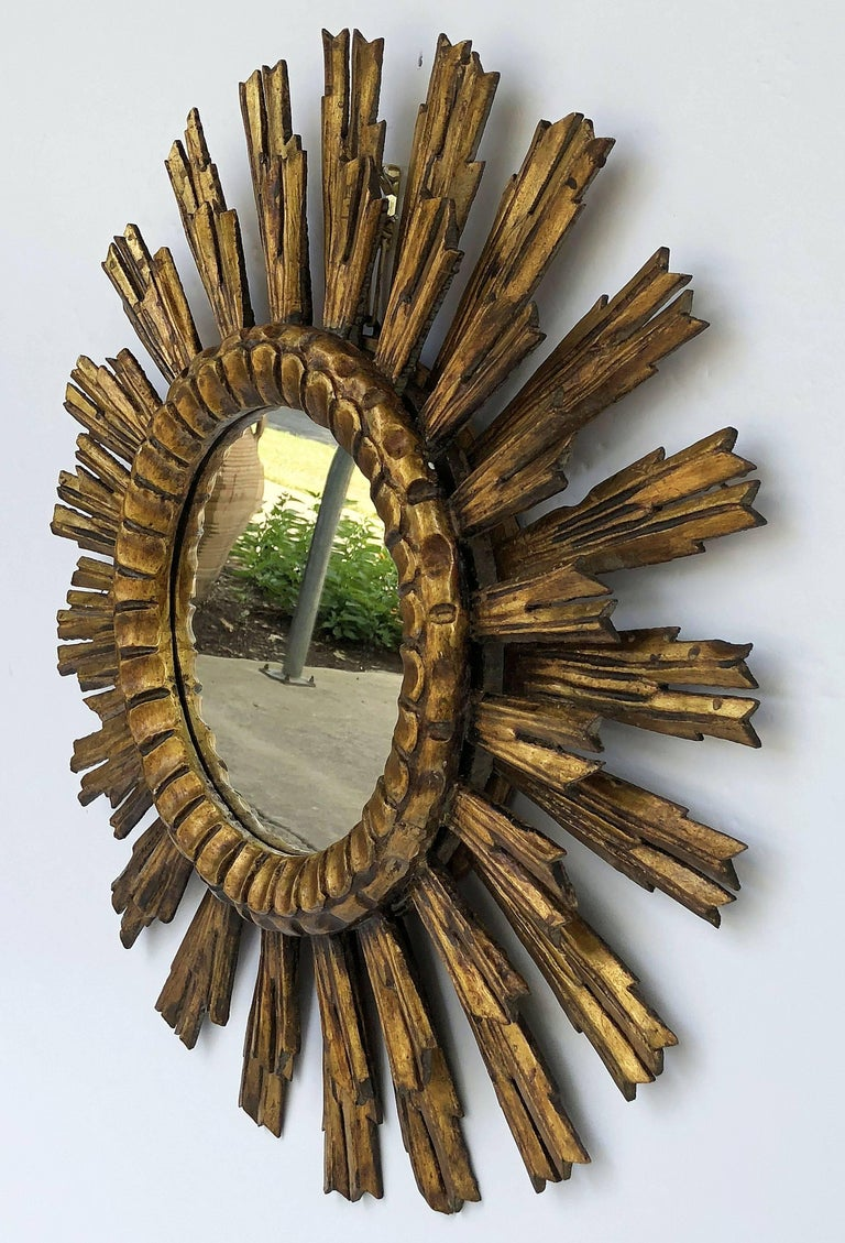 French Gilt Starburst or Sunburst Mirror (Diameter 24) In Excellent Condition For Sale In Austin, TX