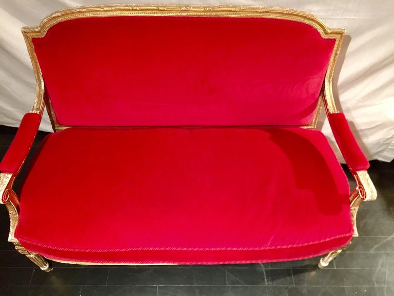 French Giltwood Settee Sofa, Style Louis XVI, Red Velvet, 19th Century In Good Condition For Sale In Montreal, Quebec