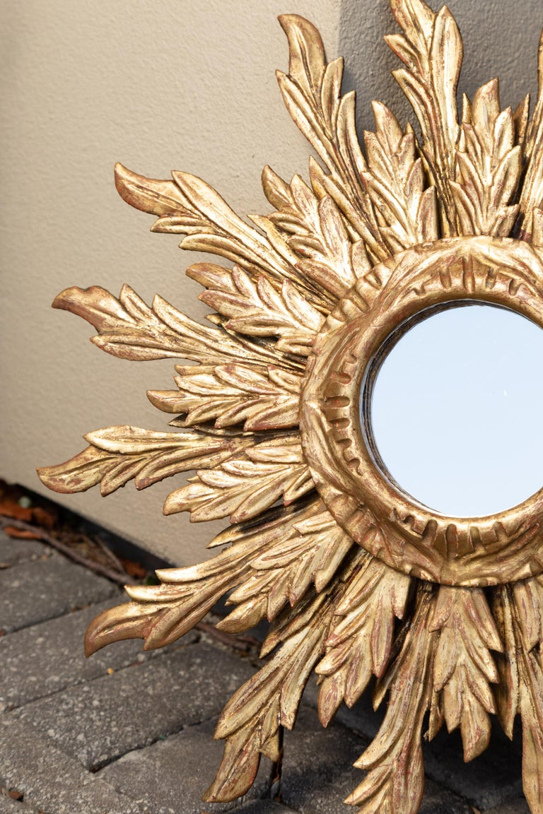 French Giltwood Sunburst Mirror with Wavy Sunrays from the Mid-20th Century For Sale 6