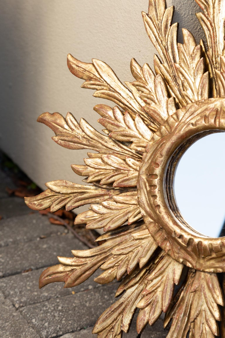 French Giltwood Sunburst Mirror with Wavy Sunrays from the Mid-20th Century For Sale 1