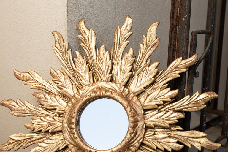 French Giltwood Sunburst Mirror with Wavy Sunrays from the Mid-20th Century For Sale 2