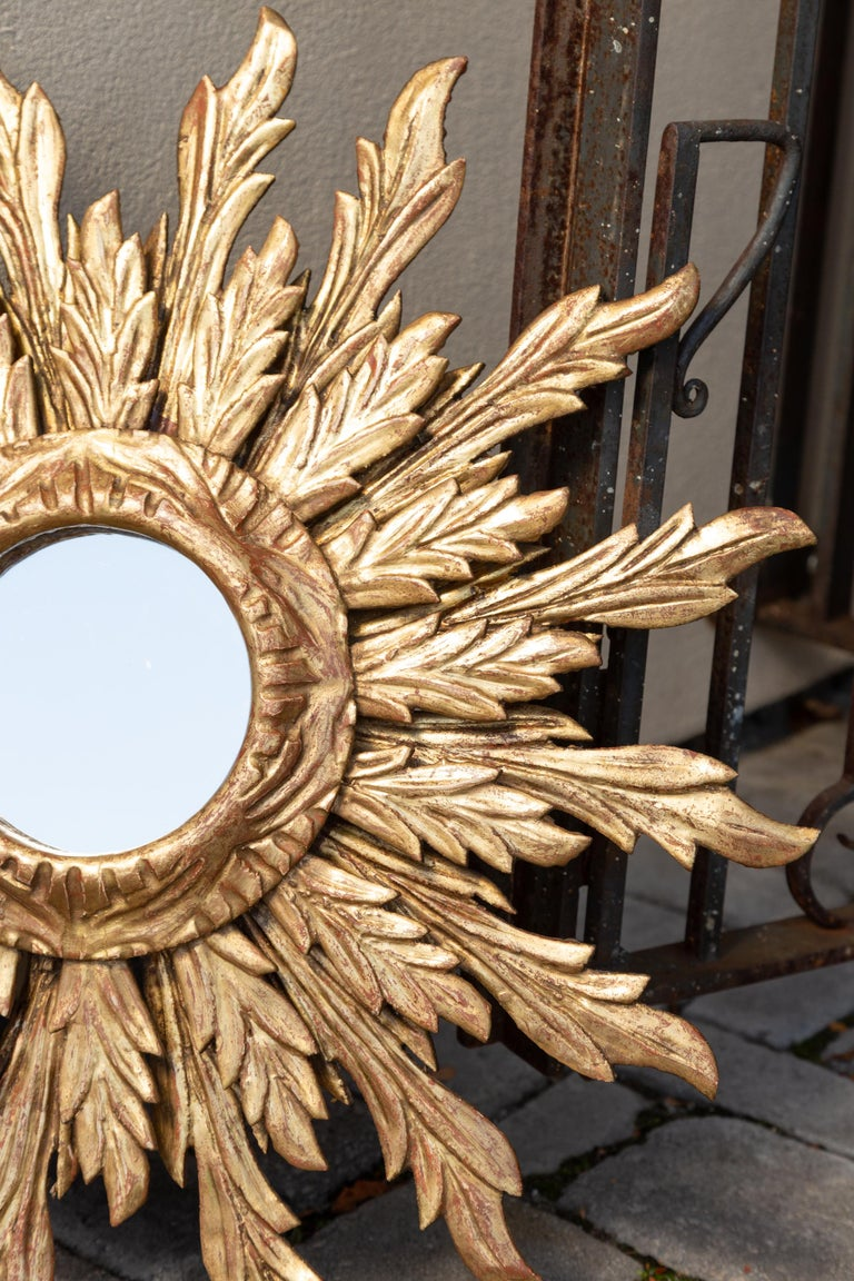 French Giltwood Sunburst Mirror with Wavy Sunrays from the Mid-20th Century For Sale 3