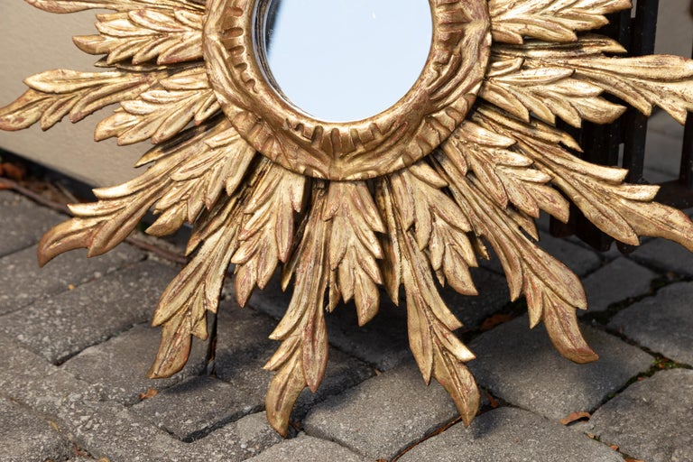 French Giltwood Sunburst Mirror with Wavy Sunrays from the Mid-20th Century For Sale 4